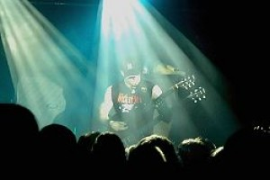 WORLD-RENOWN GUITARIST MARC RIZZO AVAIL FOR LESSONS 6/7
